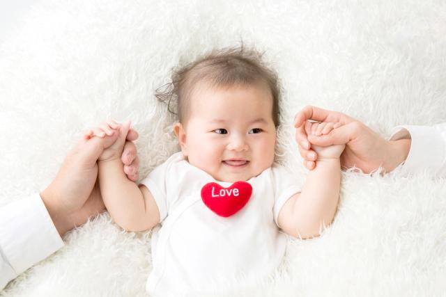 http://『6ヵ月の赤ちゃんにハーフバースデーのプレゼント。おすすめアイテムをご紹介!』